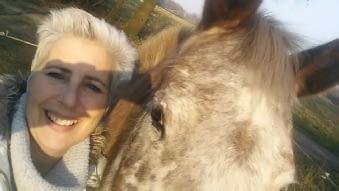 Dierentolk ingrid moens met haar paard